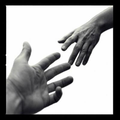 mani_aiuto